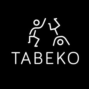 Logo Tabeko, Schriftzug und bewegte Strichfiguren